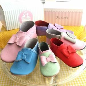 eleganckie kapcie dla dzieci do przedszkola i żłobka jak paputki skórzane z kokardkami idelane jako pierwsze buty dla dziecka