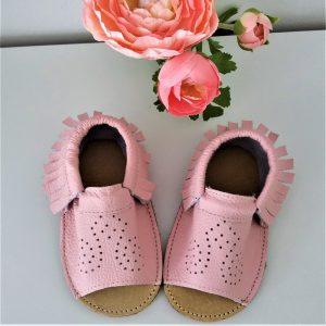 różowe przewiewne i lekkie skórzane sandały dziecięce a´la paputki idelane kapcie do przedszkola i żłobka oraz ich miękkie podeszwy letnie na lato sweetbaby.pl