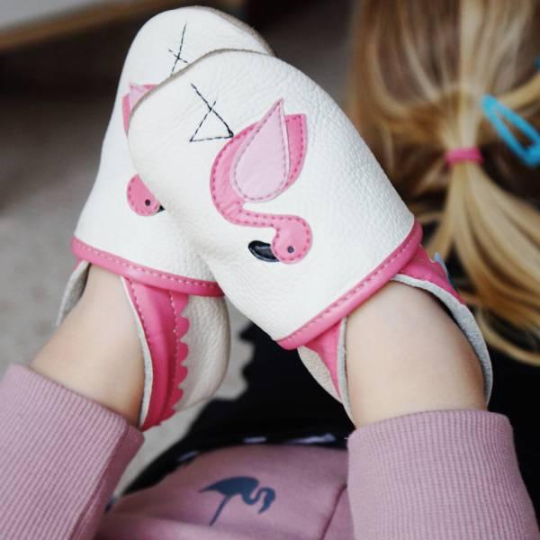 miękkie i lekkie skórzane kapcie dla dzieci do przedszkola flamingi paputki