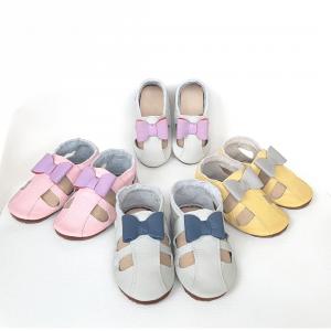 widać lekkie skórzane sandały dla dzieci, oddychające paputki, kapcie do przedszkola i ich miękkie podeszwy sweetbaby.pl